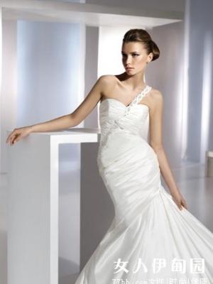 魅力新娘 展独特风格婚纱