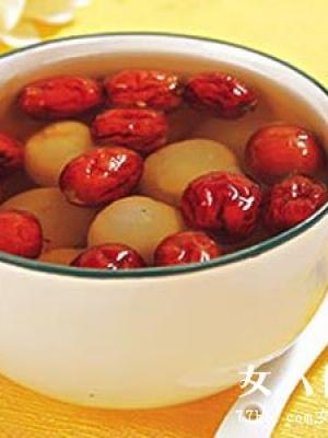 月经时喝黄芪红枣茶可丰胸