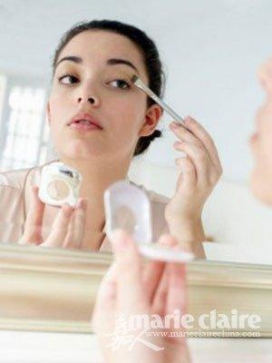化浓妆是极其不好的化妆恶习