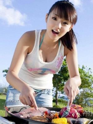 日本女孩重视乳房保健 小MM也带胸罩