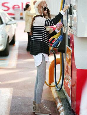 推荐三种潮流毛衣混搭时尚欧美风