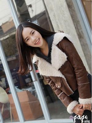 绒毛里衬外套对抗寒风显淑女风范