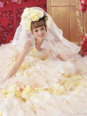 俏丽女孩的公主婚纱礼服