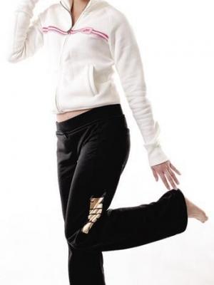 OL简易美腿操 让下半身形回复完美线条