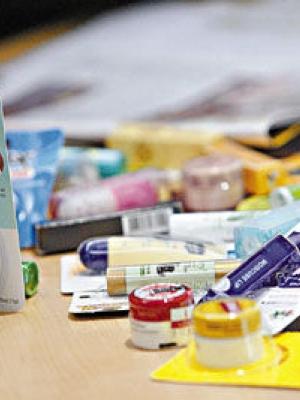 据报道:香港抽查润唇膏 近半含重金属或塑化剂