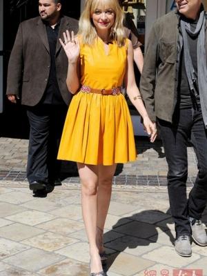 街头明星示范柠檬黄 展现高贵和谐与活力
