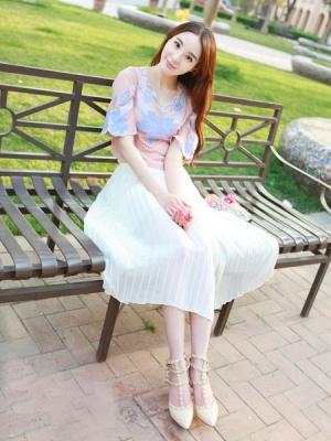 夏日异性缘十足的淑女雪纺裙装扮