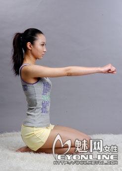 猫式瑜珈可消除背部僵硬和缓解疲劳很有功效