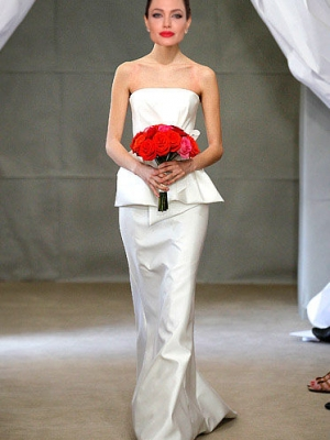 你最喜欢安吉丽娜朱莉婚纱的哪种风格呢?
