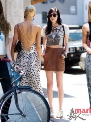 露脐装是女人独有的性感美 出街有看点