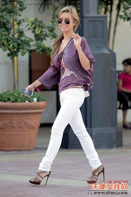 欧美明星穿着白裤子出街清爽脱俗