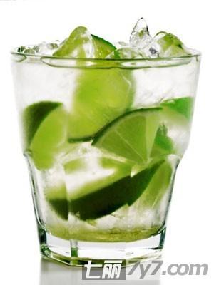 "DIY柠檬水被称为""家庭主妇""式的最佳减肥方法"