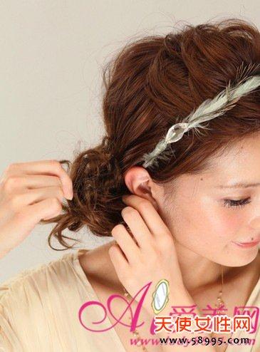 复古减龄发型 花苞头扎发方法图解 5