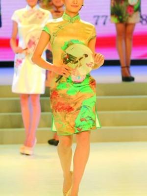 重庆小姐冠军19岁女孩徐曼丽奖金全捐贫困孩子