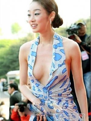 韩国性感礼服为搏出位布料越来越省