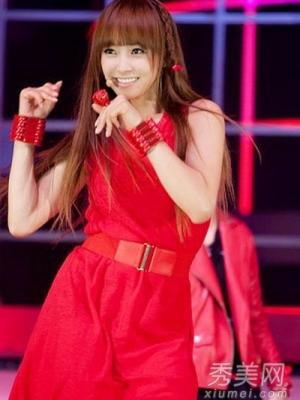 盘点f(x)宋茜韩国音乐现场的时尚潮流造型