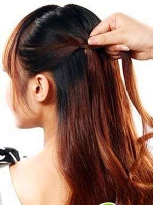 推荐一款辫子花苞头,非常与众不同且优雅高贵。