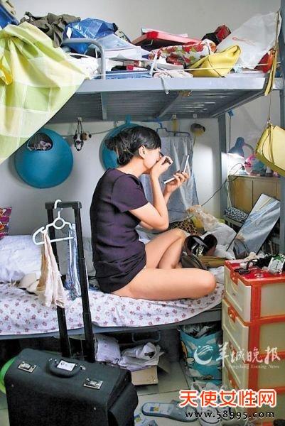 王淋所拍摄的空姐私密照 (来源:羊城晚报 摄影:王淋)