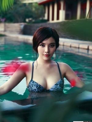 徐冬冬游泳池爆乳诱惑图