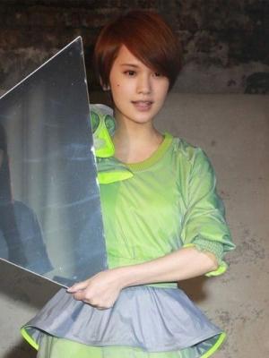 杨丞琳玩转新专辑里面的短发百变造型