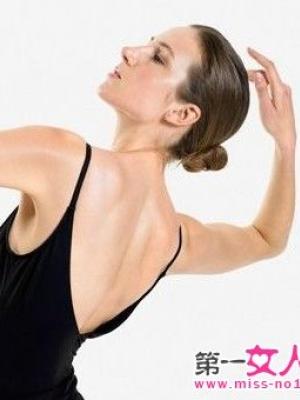 爬行瘦背法让你拥有迷人背部曲线
