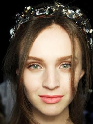 如何用发箍上演飘逸美 灰姑娘变公主