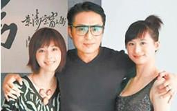马景涛拥29岁嫩妻吴佳妮及21岁爱女马世嫒合影