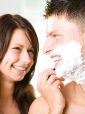 冬天刮胡子需软化胡须和润滑保护