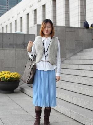 街拍以黑白灰为主的亚洲美女时尚服饰