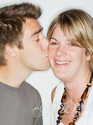 随机调查20对情侣相处最反感的16情景